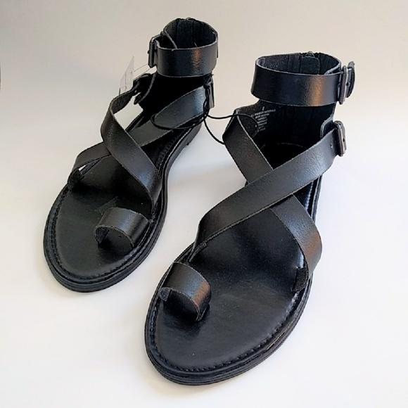 NEW Women/'s Black Maribella Toe Wrap Gladiator Sandal